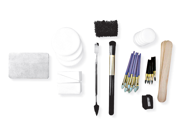 BRUSHES, SPATULAS AND SPONGES